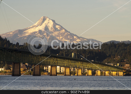 Bridge over Columbia to Hood River Oregon Cascade Mountain