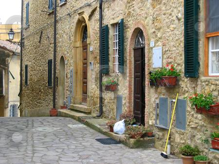 H?useransicht in einem Dorf in der Toskana stock photo,  by Wolfgang Heidasch