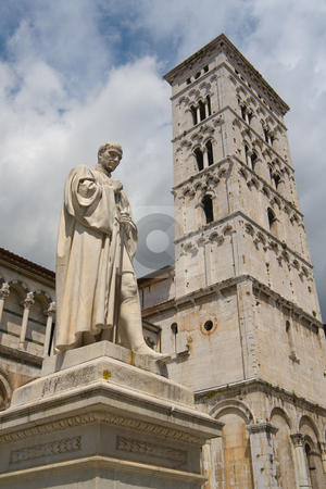Chiesa di San Michele in Foro  in Lucca, Toskana - Church San Michele in Lucca, Tuscany stock photo, San Michele in Foro, St. Michael auf dem Forum - dem alten r?mischen Marktplatz, ist die zweite bedeutende Kirche in Lucca nach dem Dom. Auch sie stammt aus dem 12. Jh. (ab 1143). Baumeister war Diotisalvi (Major: Guidetto da Como). - San Michele in Foro is a basilica church in Lucca. It was built over the former Roman forum. by Wolfgang Heidasch