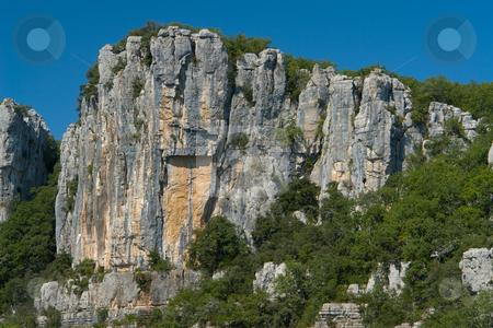 Cliffs and trees in Chassezac, Ardeche Valley, Southern France stock photo, Der Chassezac ist ein Zufluss der Ard?che in S?dfrankreich. Er entspringt in den Cevennen in der N?he von Le Moure de la Gardille. Bei Ruoms m?ndet er in die Ard?che. Typisch ist das steile Tal, welcher in den Jahrtausenden in den Stein gegraben hat. Fluss und Tal sind heute ein Eldorado f?r Kletterer und Kanufahrer. by Wolfgang Heidasch