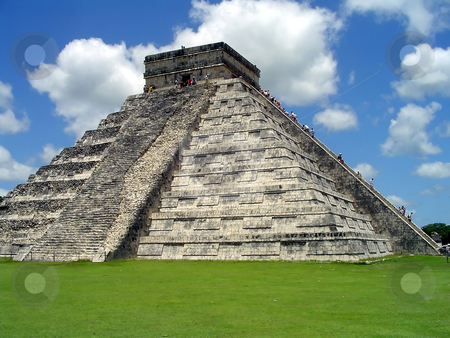 Chichen itza castillo stock photo, El Castillo, Chichen Itza, Yucatan, Mexico by Roberto Marinello
