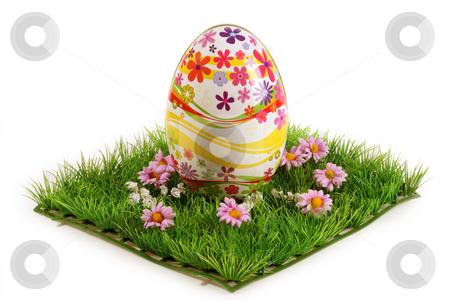Easter egg stock photo, Schokolde in einer Dose auf hellem Hintergrund by Birgit Reitz-Hofmann