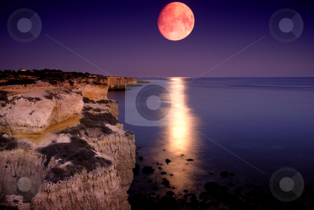 Night stock photo, Beach at night with full moon at the south of portugal by Rui Vale de Sousa