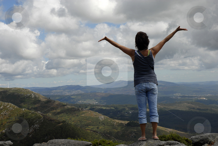 Free stock photo, Young woman with arms wide open at the mountains by Rui Vale de Sousa