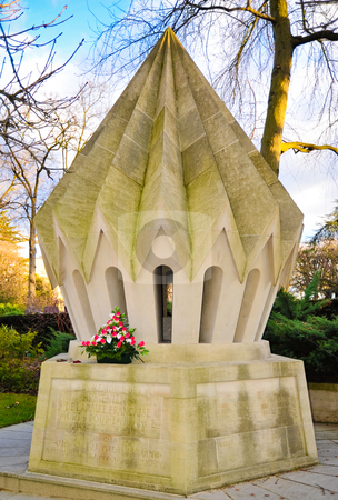 Pere Lachaise mausoleum stock photo, Mausoleum in Pere Lachaise cemetery by Jaime Pharr