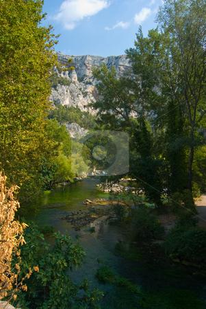 Fontaine-de-Vaucluse stock photo, Die Sorgue-Quelle in Fontaine-de-Vaucluse by Wolfgang Heidasch