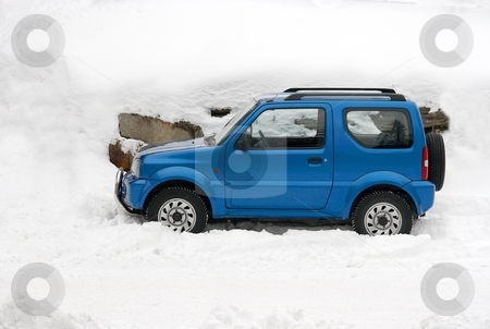 Winter car stock photo, Blue car in fresh winter snow by P?