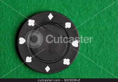 Black Poker Chip stock photo, A black $100 poker chip on green felt by Tyler Olson