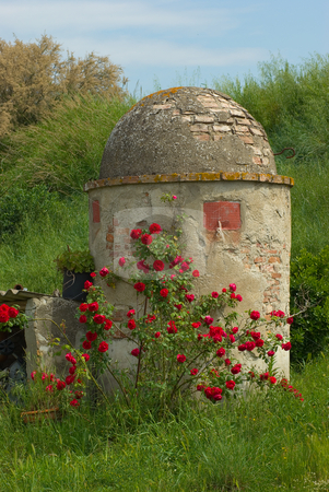 Alter Brunnen/Zisterne in der Toskana - Old Fountain in Tuscany, Italy stock photo, Alter Brunnen/Zisterne in der Toskana - Old Fountain in Tuscany, Italy by Wolfgang Heidasch