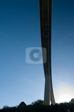 Das Viaduc de la Sioule an der A89 N?he Clermont-Ferrand, Frankreich stock photo, Die von 2003-2005 erbaute Autobahnbr?cke ?berspannt den Fluss Sioule in der N?he von Clermont-Ferrand in Frankreich. Sie ist ca. 990 m lang und der h?chste Pfeiler 135 m hoch. by Wolfgang Heidasch