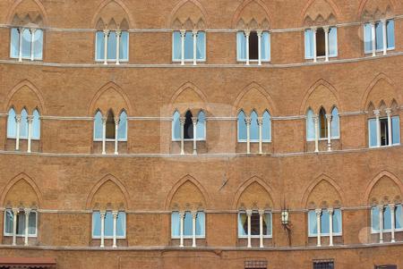 Fassade am Il Campo in Siena, Toskana, Italien - Facades at the place Il Campo in Siena, Tuscany, It stock photo, Die Piazza del Campo ist der bedeutendste Platz der toskanischen Stadt Siena, deren Zentrum sie bildet. Der Platz ist bekannt durch seine beeindruckende Architektur und seine halbrunde Form, sowie durch das hier j?hrlich ausgetragene Pferderennen Palio di Siena. - Piazza del Campo is the principal public space of Siena, Tuscany, Italy and is one of Europe's greatest medieval squares. by Wolfgang Heidasch