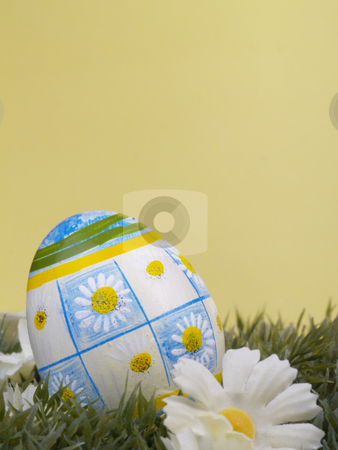 Daisy easter egg stock photo, Handpainted daisy design on easter egg, artificial grass and blossoms, yellow background by Torsten Lorenz