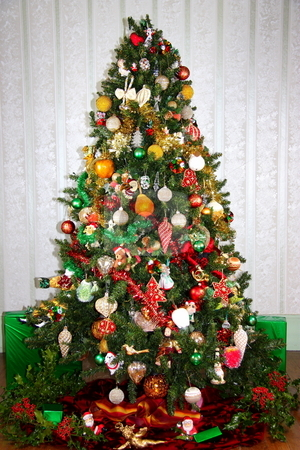 Christmas Tree stock photo, A colourful family christmas tree heavily laden with both contemporary and vintage decorations. by Gozzoli